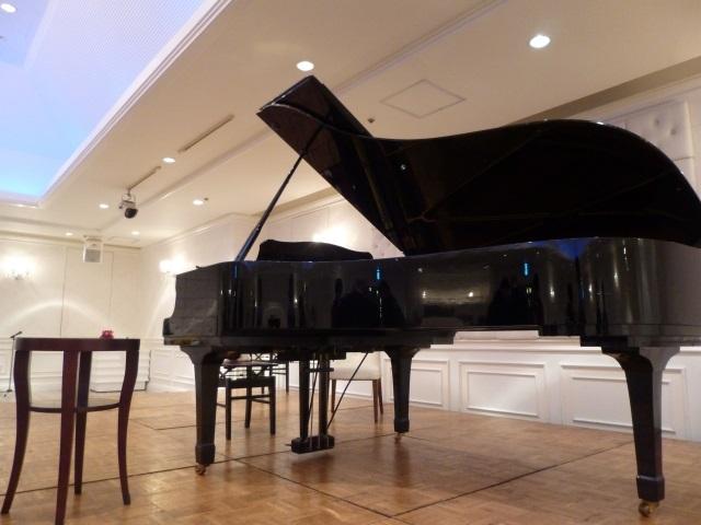 グランドピアノ全体像