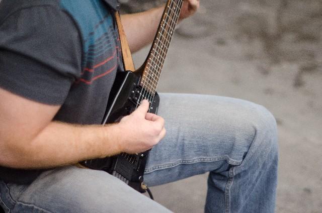 ギターソロを弾く