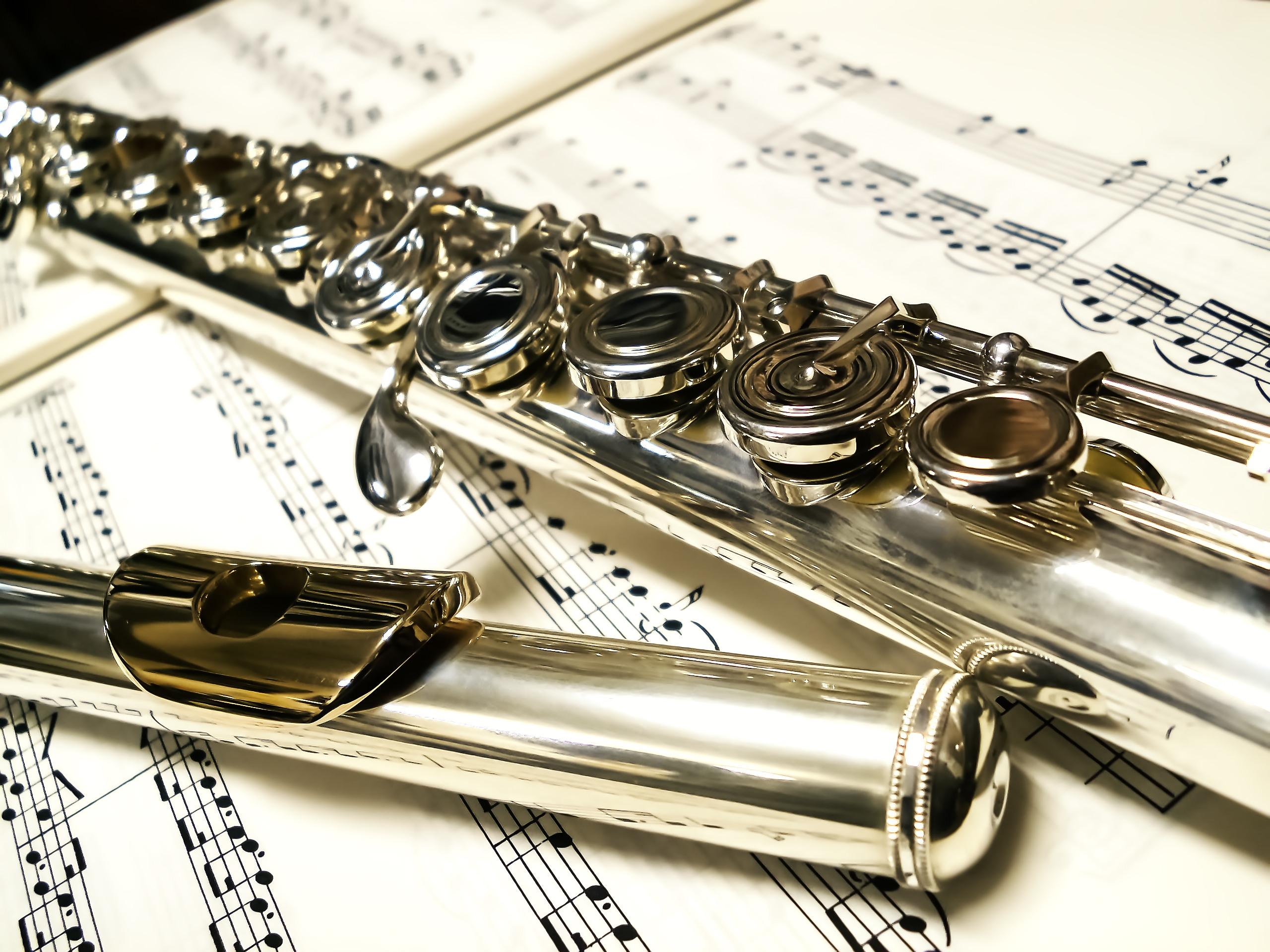 楽譜とフルート