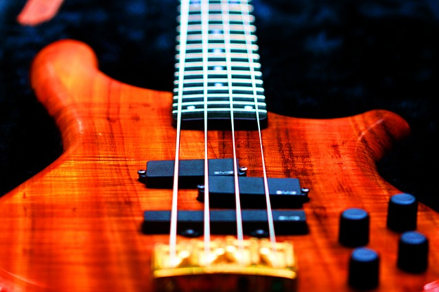 4弦ベース