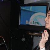 BMSライブカラオケパーティー-歌う女性たち