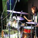 BMSオータムライブ2016-ドラム演奏する女性