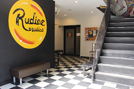 Rudiez Studiosロビー